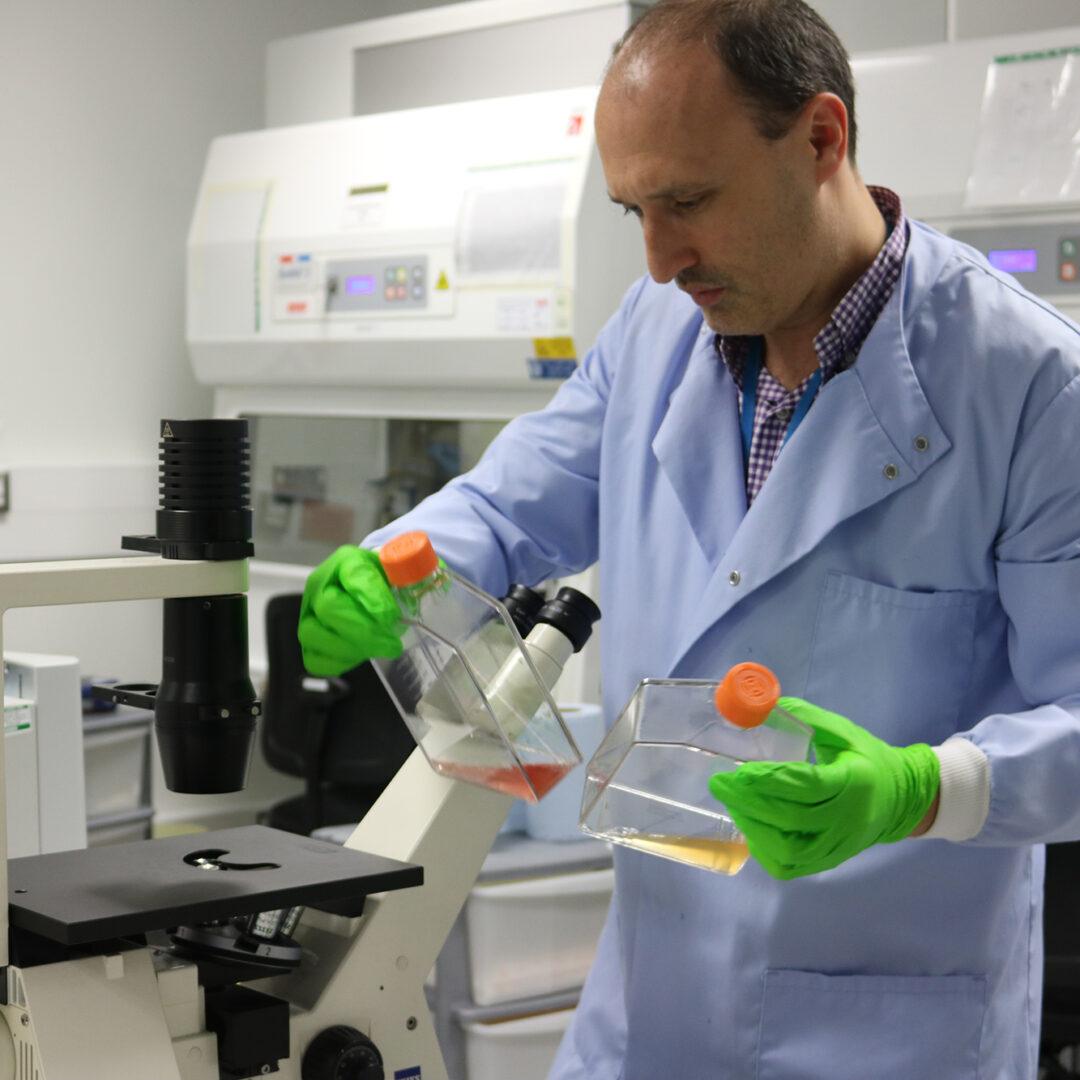Dan Wiseman in the laboratory